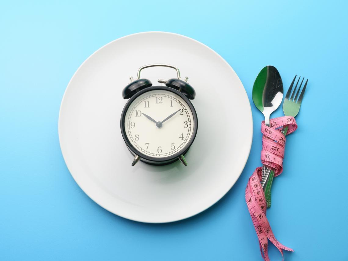 35歲後的人生又累又胖?睡前●小時絕對禁食!醫師教你:吃對時間讓人生沒有「胖」這個字