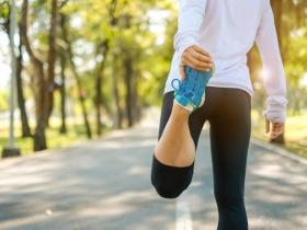 更年期女性注意!骨質疏鬆不會痛,別等骨折才發現 醫師4招保骨本:光補鈣不夠