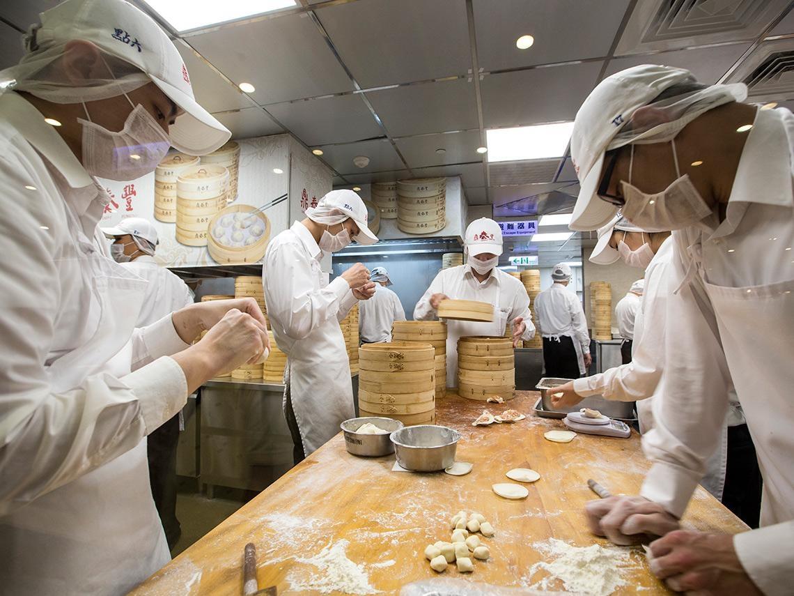 「豬肉水餃包裝看到『美國』二字,還有人要吃嗎?」鼎泰豐、義美、漢來表態採購原則