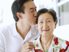 母親罹失智,還查出胃癌和大腸癌 兒子親自照顧9年:希望媽媽離開時,只帶走甜美回憶