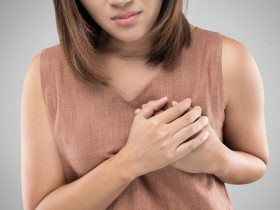 爬樓梯喘、心臟跳到快蹦出,不是心臟病而是肺腺癌!醫生:肺癌早期呼吸道症狀別輕忽