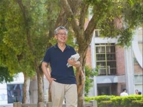 退休重返校園,做自己喜歡的事、圓年輕時候的夢!施昇輝:不必鼓起勇氣,做,就對了