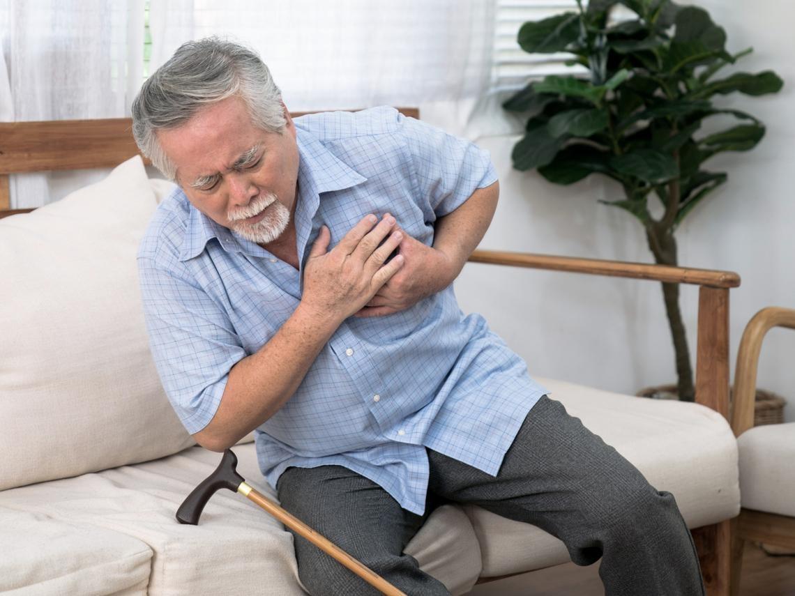 猝死頻傳》胸悶、胸痛就是心臟出問題?台大醫師列常見「胸痛」原因:這7種情況必須趕緊就醫