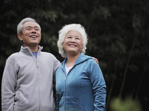 經歷慘烈前任婚姻,他們在60歲共度二春!老夫妻:退休後做到3件事,更要談戀愛