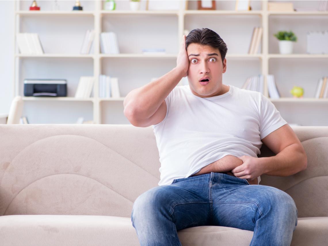 就是胖肚子!中年男人最容易有脂肪肝,每天這個動作:促進氣血循環、提高脂肪代謝率