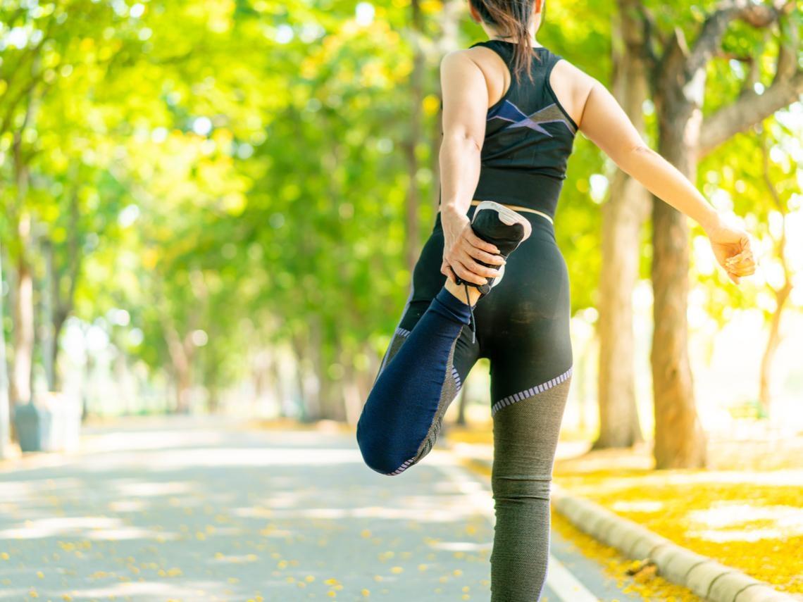 骨質疏鬆,是50後要面對的健康問題 中醫師教你3方法,從日常中存好骨本