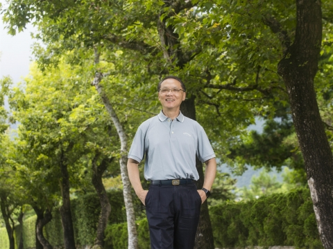 空巢期來臨、送走年邁父親 顏博文:別把自己鎖起來,以祝福的心,面對人生無常