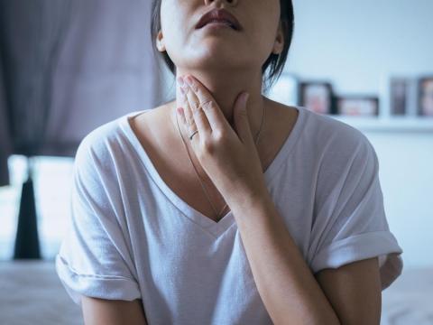 胃食道逆流中年後好發,醫師7招緩解灼熱、異物感,睡眠會更好