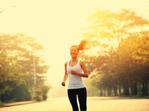 握力差,易腦中風、心肌梗塞!醫師:,2方法遠離「肌少症」,降低許多疾病與意外風險