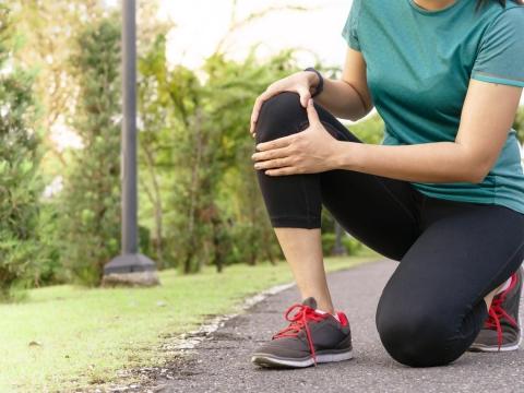 中年後,千萬不能小看「膝關節」保養!容易造成磨損的4個壞習慣,快點戒掉