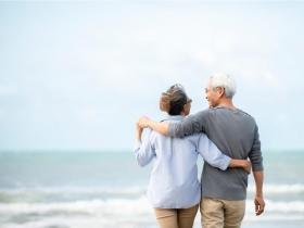 退休後,別讓另一半成了「濡濕落葉」!善用這招,找回往日戀愛時的親密感