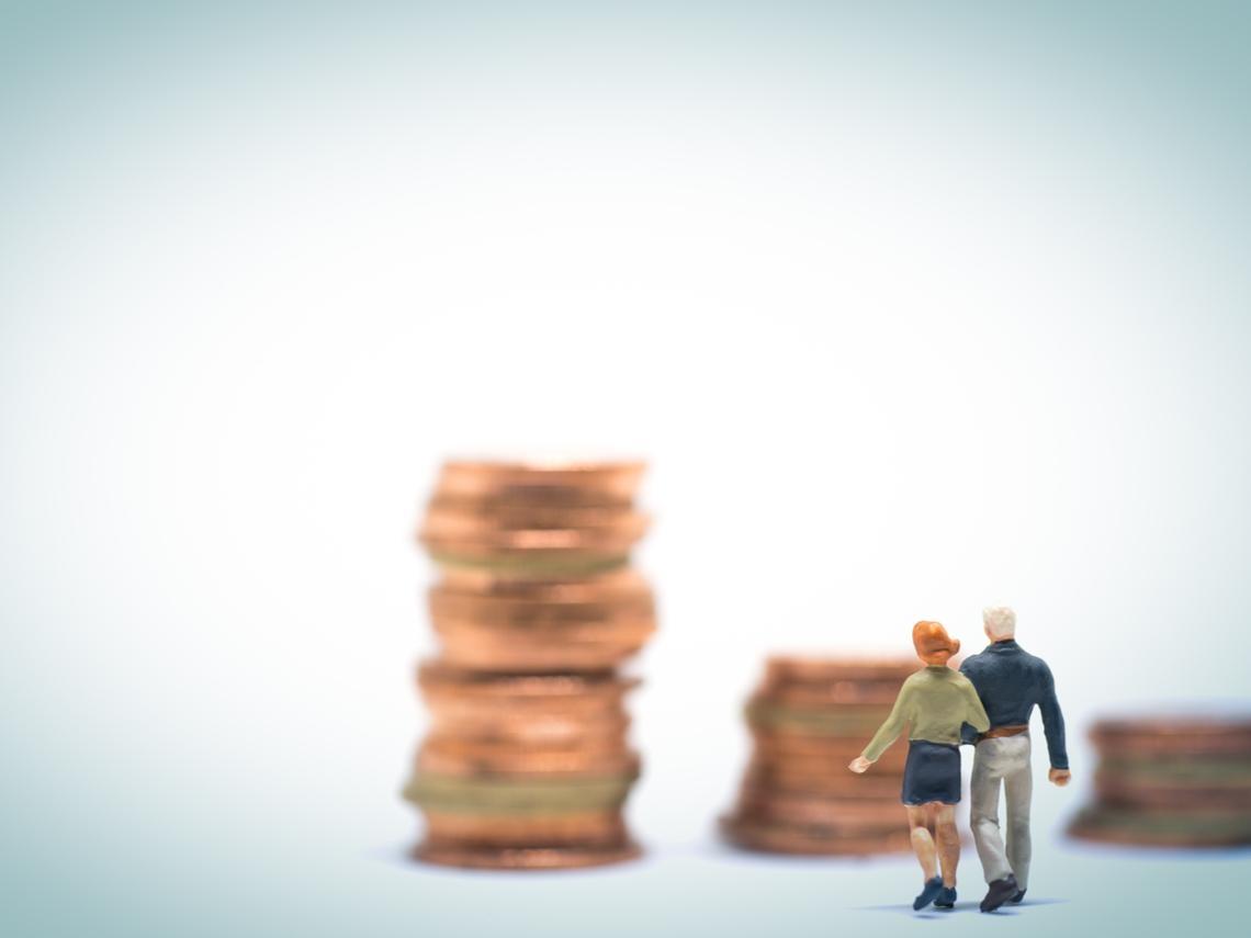 結婚好幾年,另一半仍不知道你賺多少?如果兩人長久在一起,錢和債就不再是你一個人的問題