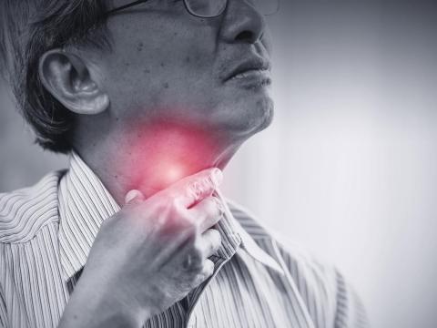 中年後,咳嗽卡痰不是老化、感冒!有這種習慣,當心肺阻塞找上門