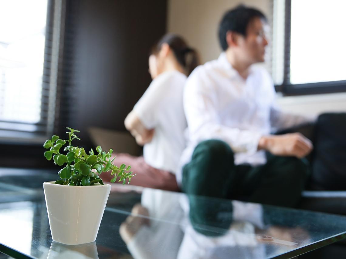 中年夫妻人前親密、人後當空氣,面對冷暴力先做3步驟,不行再考慮退場