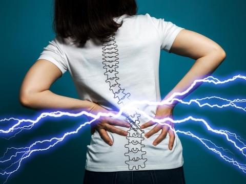 中年後,下背痛、坐骨神經痛易纏身!醫師提3招預防,已發作也可免開刀解除疼痛