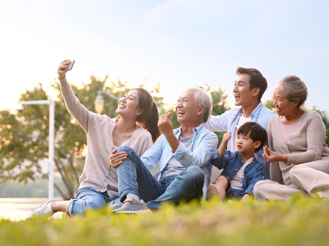父母講話難聽偏激,其實是孤單寂寞!面對負面情緒,用這招聊天,就會有好事發生