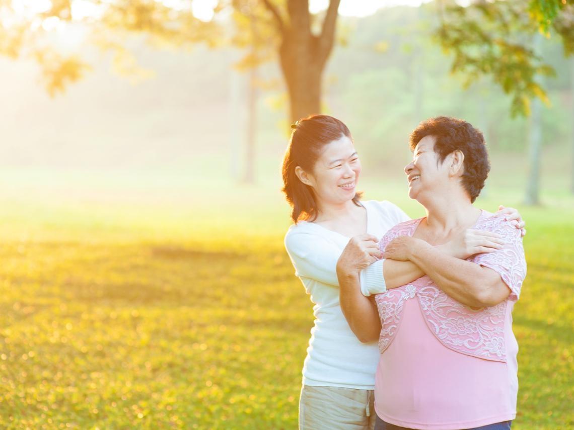 與父母的關係,彼此相愛就夠了!心理師:愛家人所以願意照顧,我不要孝順,要愛你