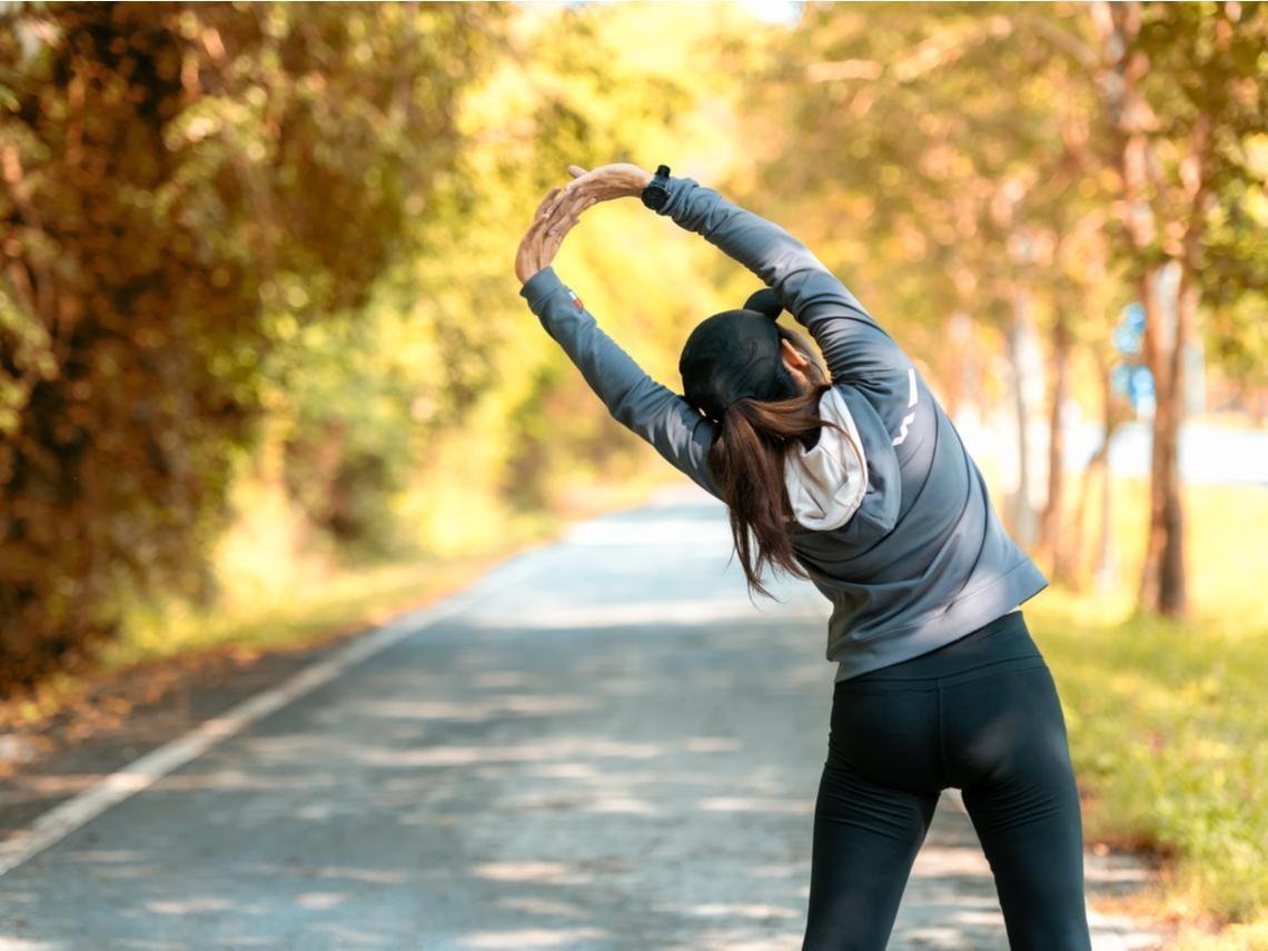 骨質疏鬆早期沒症狀,女性比男性早10年!5個預防關鍵,不怕骨折、痠痛上身