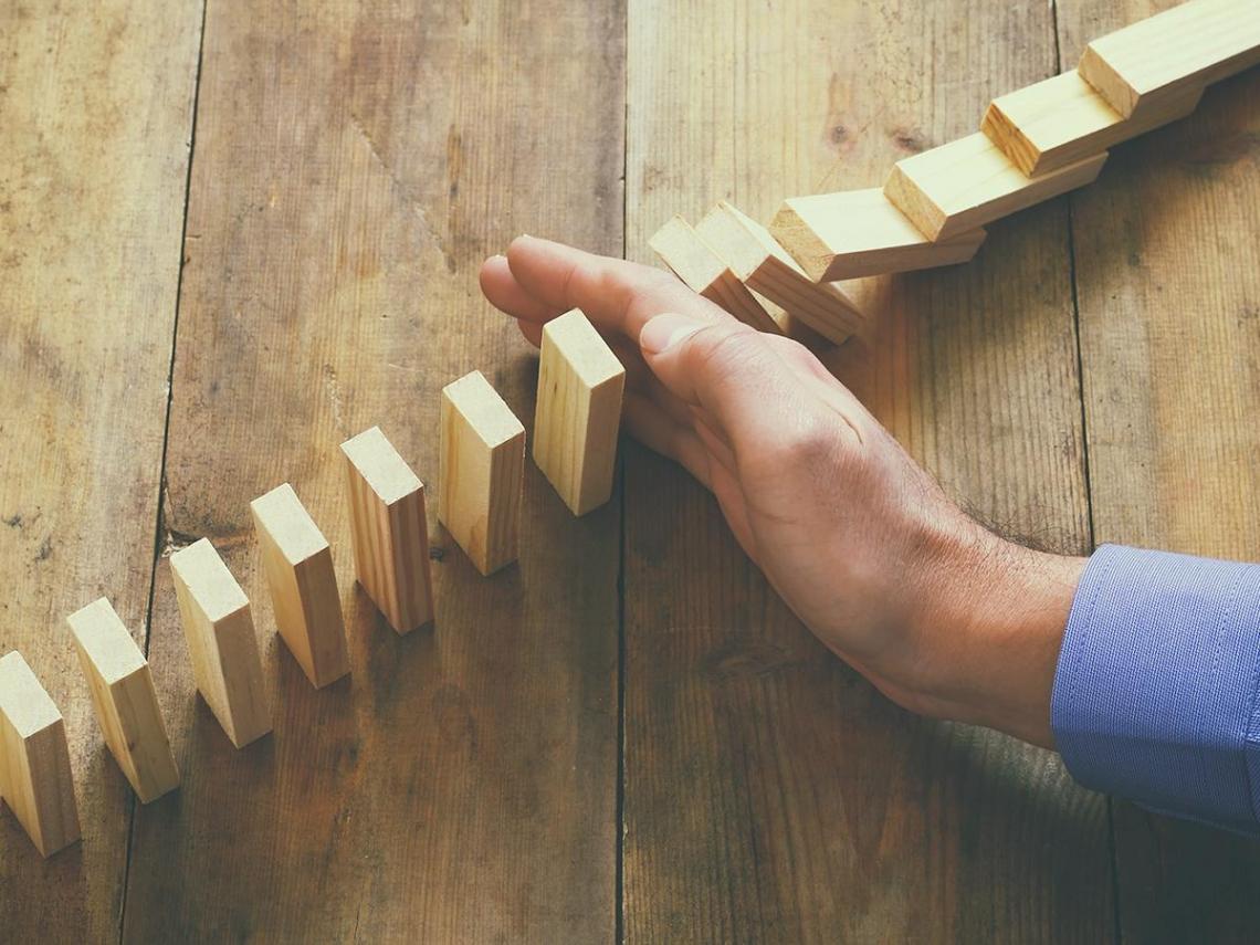 用簡單的投資法則 去因應複雜的市場波動與心理偏誤