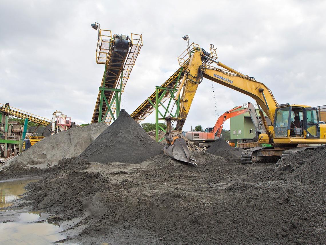 政府大力掃蕩,為何營建廢棄物違法傾倒不減反增?一場另類「垃圾危機」看政府治理弊病