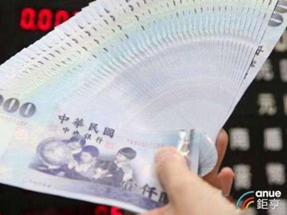 央行大戰熱錢 台幣一度飆升至28.49元 彭淮南防線失守