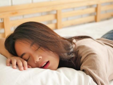 睡眠品質有夠糟,單純打呼和呼吸中止症怎麼分?醫師:這個關鍵可以釐清