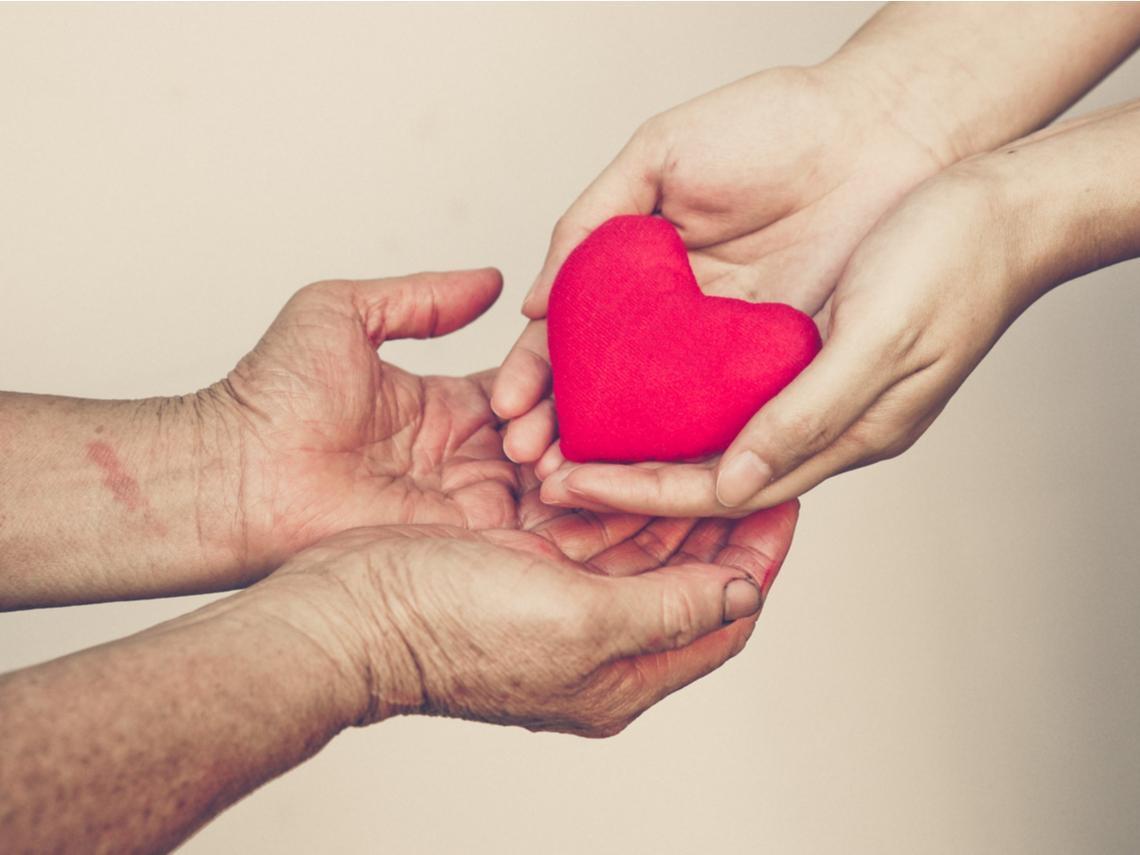 家有失智症親人,也能有尊嚴活著!9個日常照顧方法,降低依賴性、找回生活品質