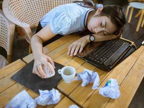 每天睡不飽、腰酸背痛覺得累,是慢性疲勞!白雁教這動作,幾分鐘讓精神變好