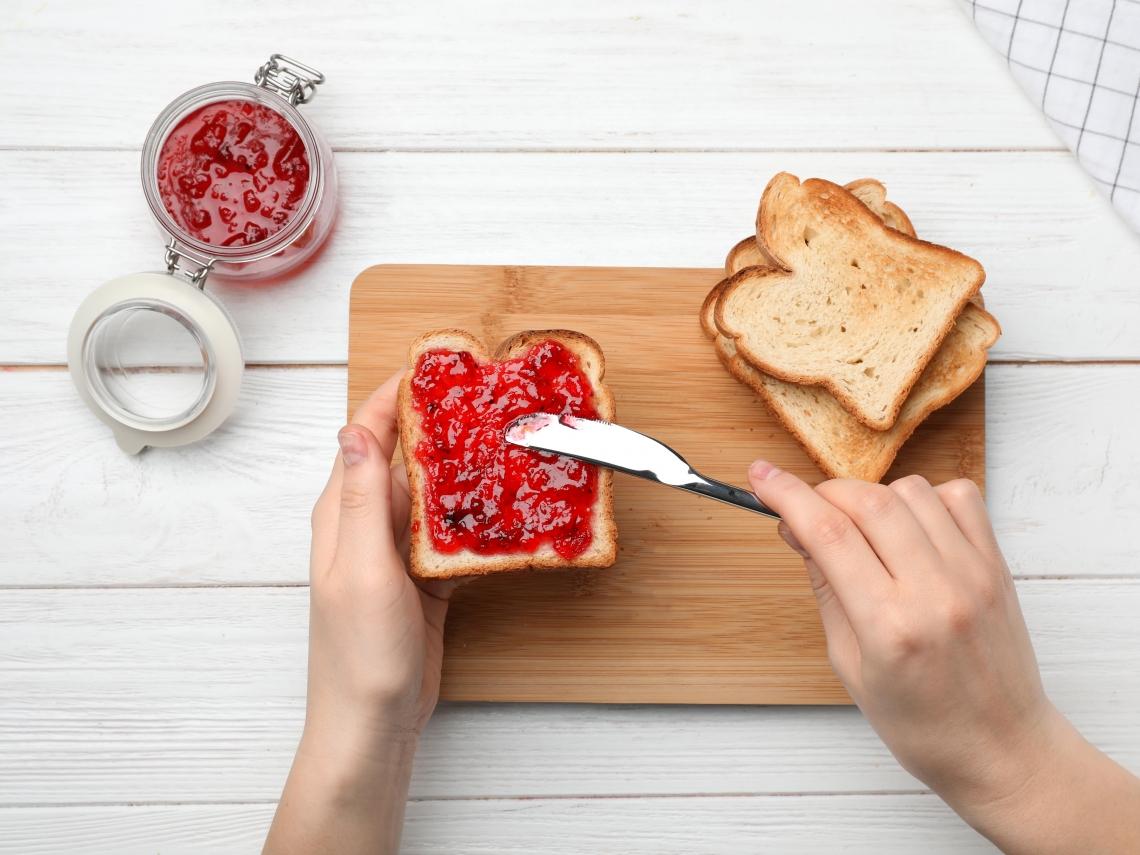 吃1片=1碗白飯!營養師公布「抹醬吐司」熱量排行榜 花生只排第四