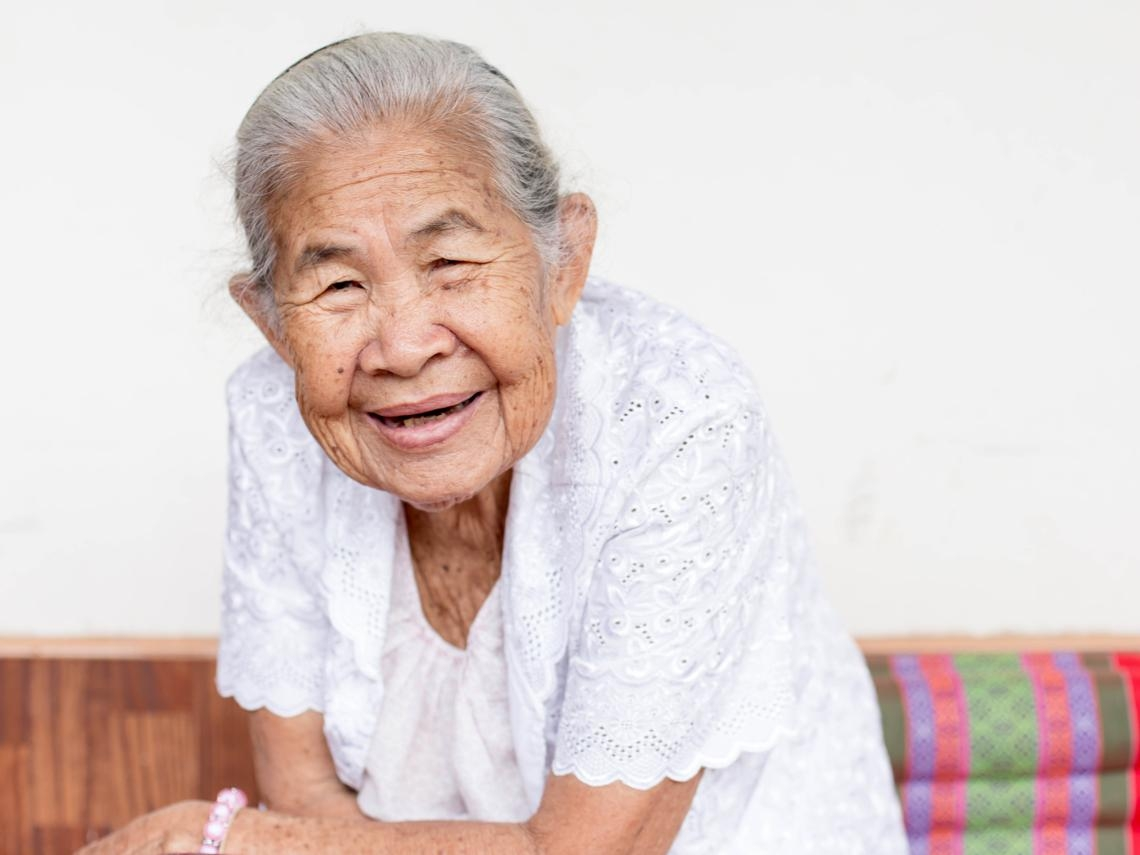 想把重度失能老母送進養老院,她卻哭著說不想活了...在家安終老有多難?成功案例看9個條件