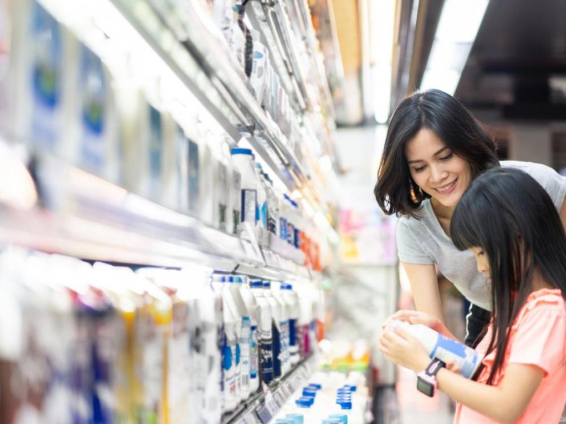 保久乳加了「防腐劑」才能久放?鮮奶、奶粉哪個營養?一文破解關於牛奶的迷思