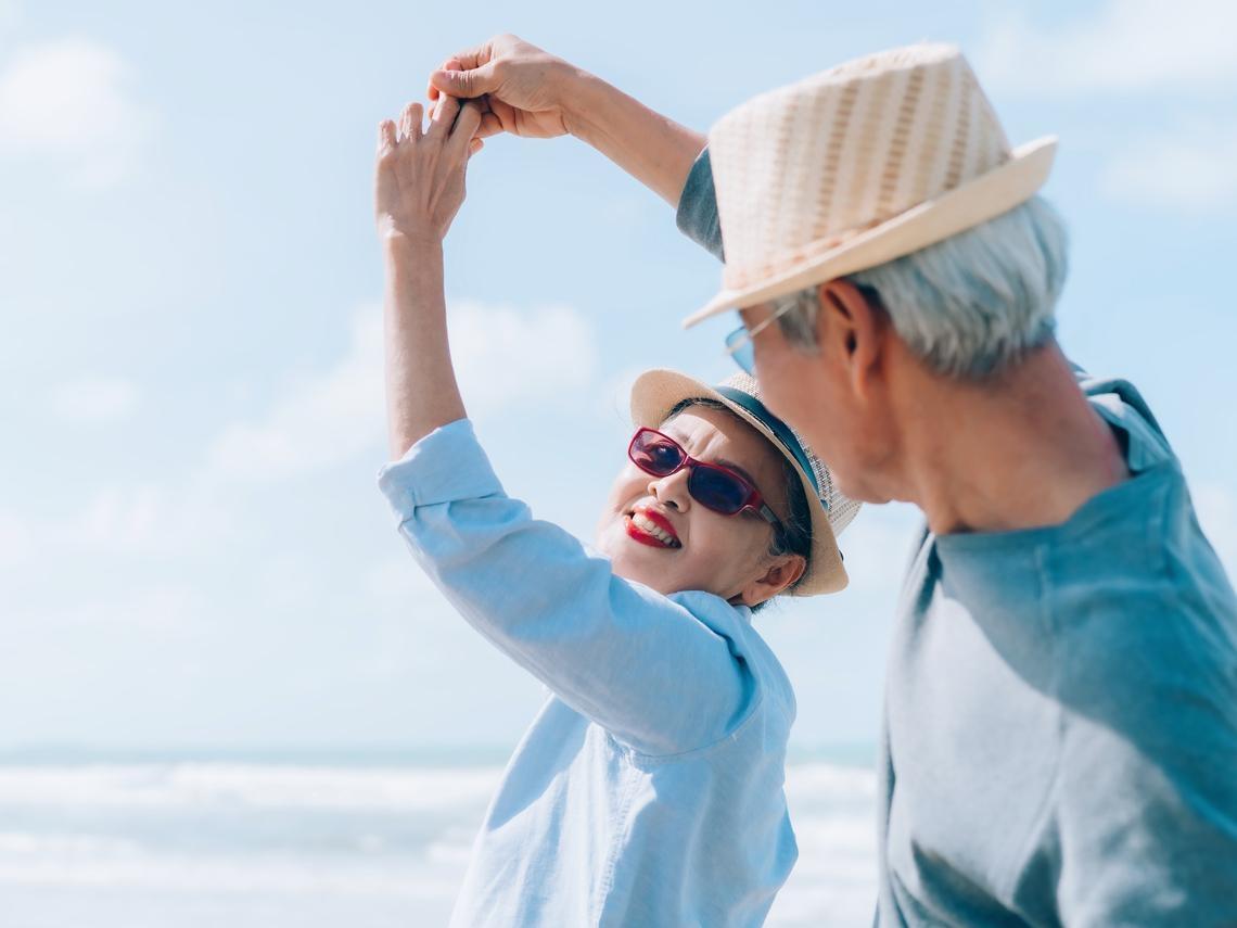 有存款的話,把它拿來享受就行了!退休後,養老金什麼時候用?熟齡作家:就是現在