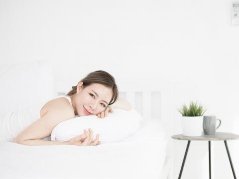 肩頸痠痛、枕頭不合睡不好!2招教你如何挑選合適枕頭,今晚睡得舒適又健康