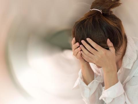 頭暈、耳鳴不一定是耳石脫落、眩暈症,小心是腦瘤!初期難分辨,2種檢查才能確診