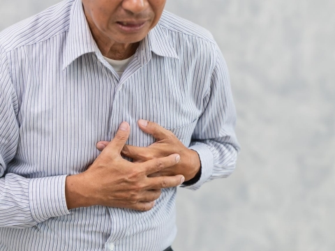 心悸、胸痛可能是心房顫動,最嚴重恐腦中風!醫師:有這些症狀要立刻就醫不能拖