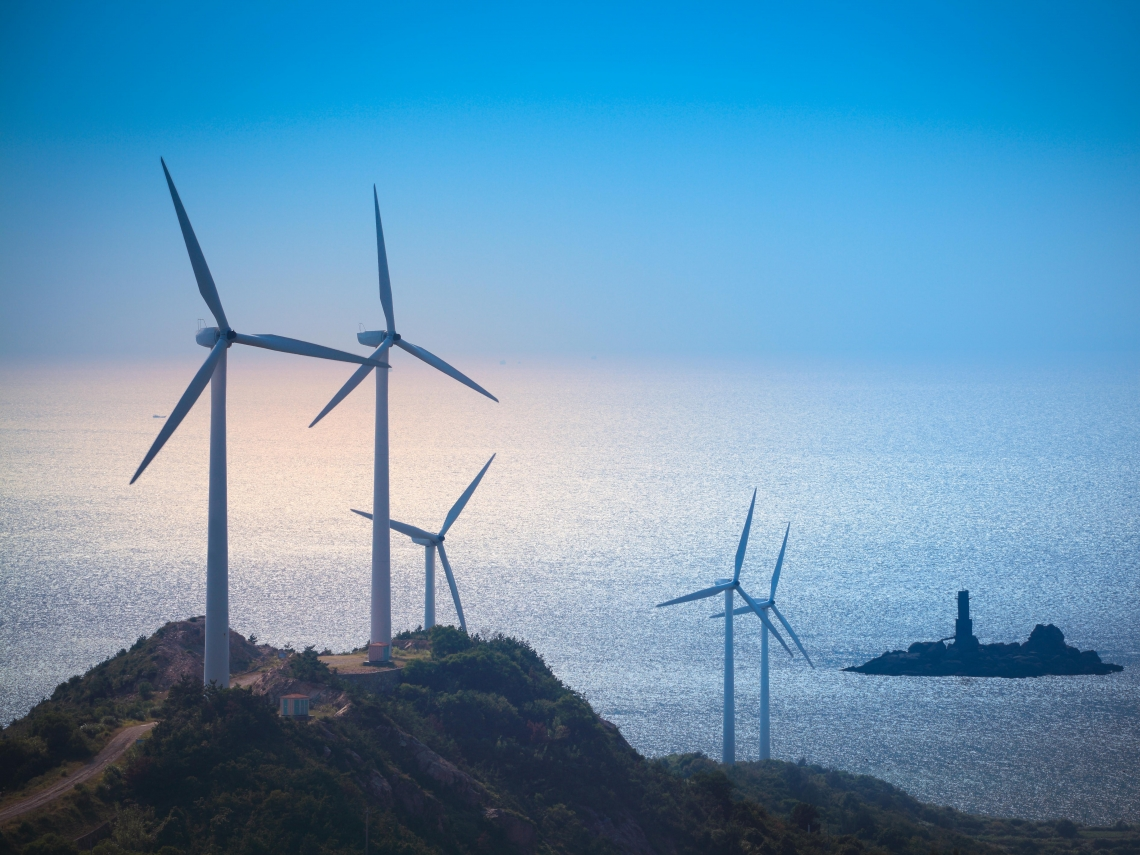 大風不吹,海畔的風機不轉...台電如何讓綠能不再「看天吃飯」?特斯拉「百日建廠」的啟示