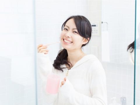 很多人會刷牙,但都做錯了?牙醫師教你最新的改良式貝氏刷牙法,牙齒清潔事半功倍
