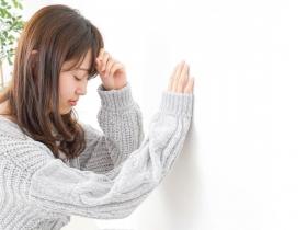 看見閃光、頭暈想吐,皮膚有異物感,是偏頭痛預兆?醫師:出現4類症狀要注意