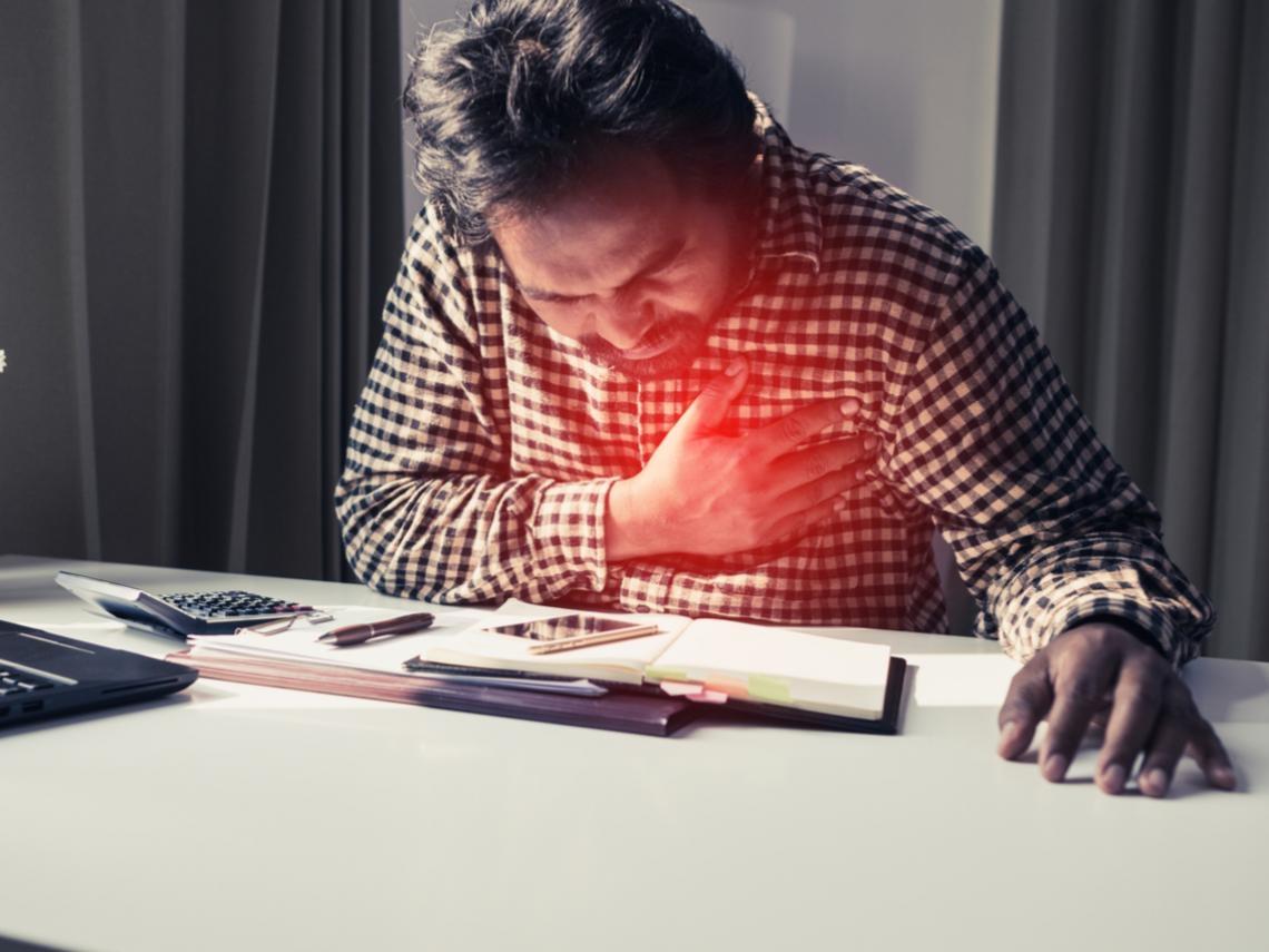 心臟病猝死好發於早上!醫師37年臨床研究:冬天睡前多做一件事,降低心臟負擔
