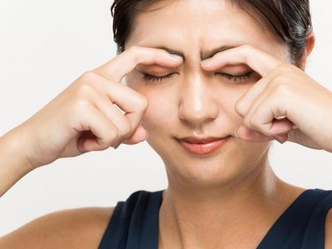 飛蚊症、眼壓高又眼睛疲勞,怕是頸椎出包!中醫點出問題再教保養2招、有效舒緩