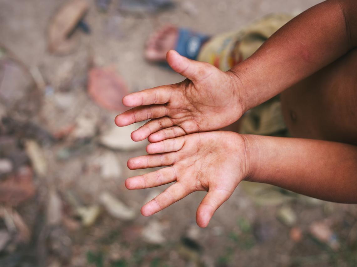 藏在窮人「生不停」背後的哀傷真相:把孩子當樂透,一個有出息,大家就翻身
