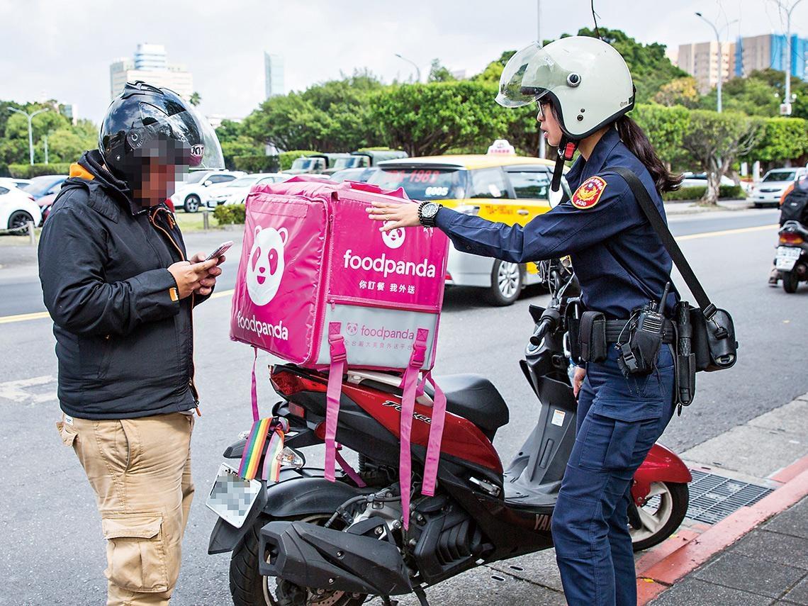 搶單亂竄致事故頻傳  已成交通高風險因子 地方無法越區辦案  外送亂象須中央出手