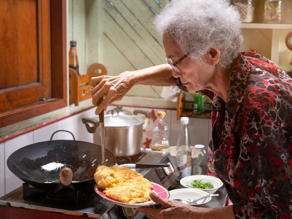 農曆年大掃除,他才發現89歲老母親竟有50張「10年前買的台積電」...轉眼2千多萬獲利啟示