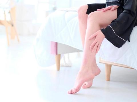 半夜睡覺腳抽筋怎麼辦?如何緩解疼痛、5個降低抽筋機率的關鍵一次弄懂