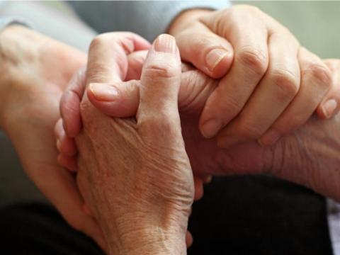「我不要插滿管線躺著!」癌末媽心願兒照辦:人生最後一課,她教會我如何過好生活