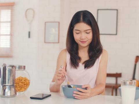 50後,8成民眾都缺鈣!每天早上喝杯特調飲品,3種食材就能輕鬆預防肌少症