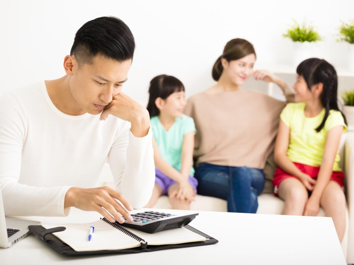 夫妻年賺200萬、一年繳保費66萬...別掉入「活越久領越多」陷阱!台灣人買保險常犯的4大錯誤