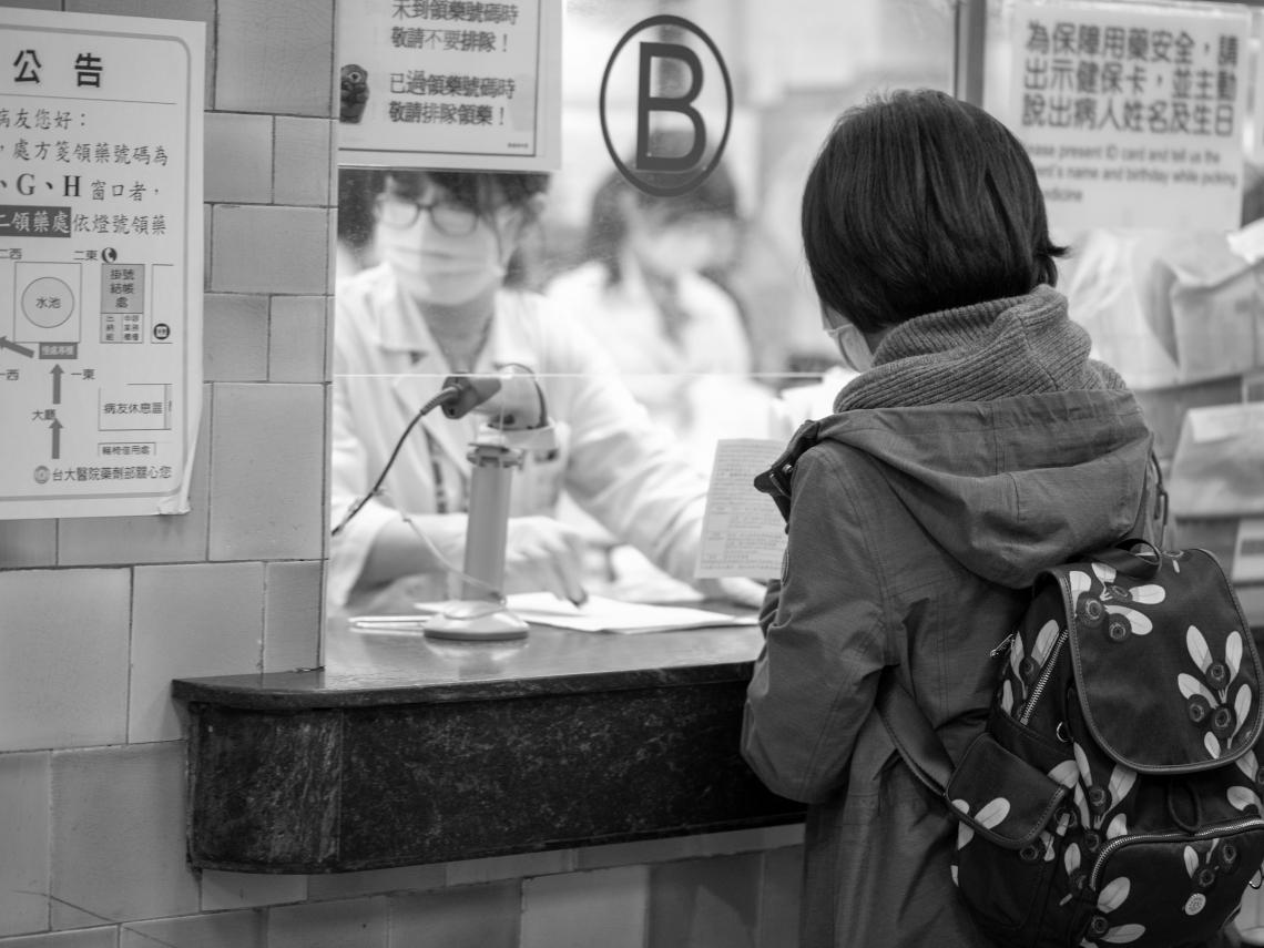 「不收桃園來的」!媽帶女兒苗栗看感冒 櫃台見住址秒退卡:你們來自「疫區」,不能看診