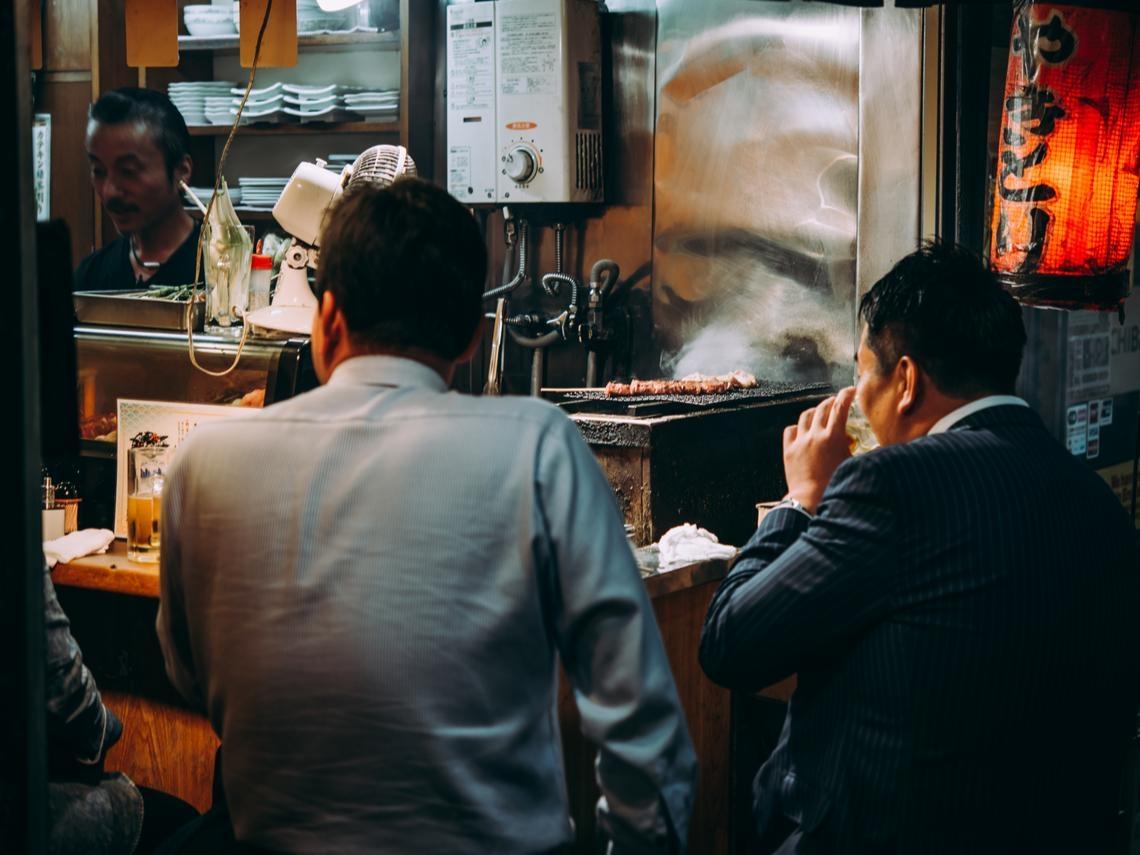 跟主管吃飯,是你還是主管買單?跟華僑學受用終身的致富觀念:部屬請客天公地道