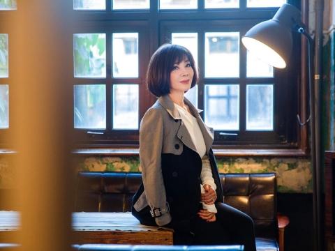 64歲台灣最美歐巴桑!陳美鳳用優雅姿態掙到富裕:心存善念活到老,美到「真善美」